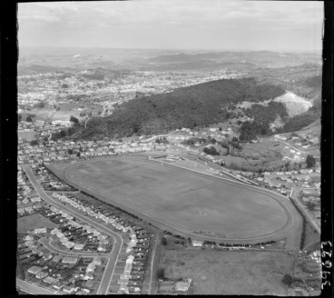 Image: Whangarei, Northland, looking south over Kensington Racecourse (now Kensington Park) with Park Avenue road, with a quarry (now Quarry Gardens) surrounded in bush beyond