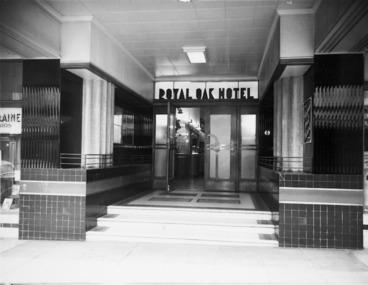 Image: Main entrance, Royal Oak Hotel, Wellington