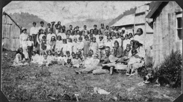 Image: Maori school children, with Annie Henry and others, at Ruatahuna