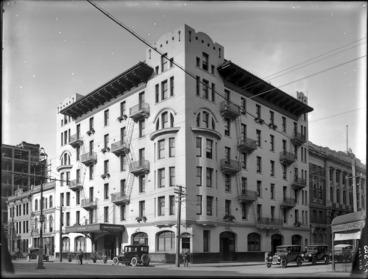 Image: Midland Hotel, on the corner of Lambton Quay, and Johnston Street, Wellington