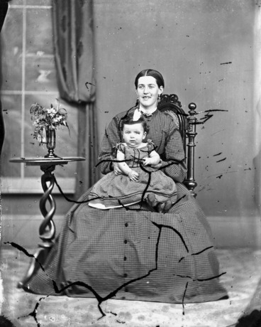 Image: Spurdle mother and baby
