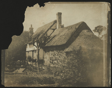 Image: House with thatched roof, Britain