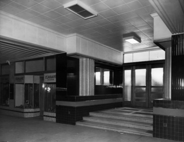 Image: Main entrance, Royal Oak Hotel, Wellington
