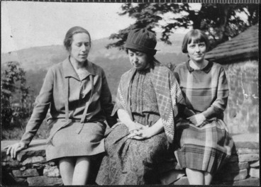 Image: Hannah Richie, Frances Hodgkins, and Jane Saunders seated in a garden.