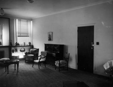Image: Deluxe sitting room, Royal Oak Hotel, Wellington