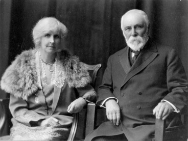 Image: Sir Robert and Lady Anna Stout in the photograph used for their 1924 Christmas card