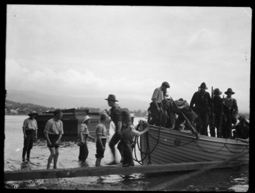 Image: New Zealand troops arriving to annex Samoa for Britain during World War I