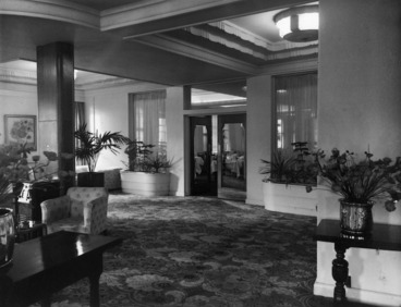 Image: View of the entrance to the dining room, Royal Oak Hotel, Wellington