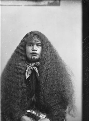 Image: Wiki (Maori woman from Hawkes Bay district)