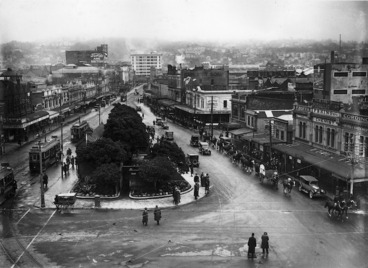 Image: Looking down Courtenay Place from Cambridge Terrace