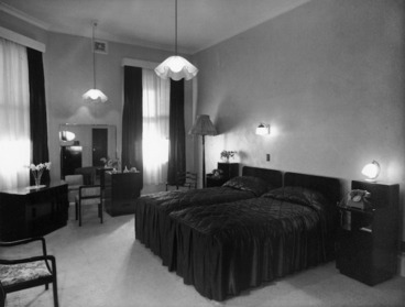 Image: View of delux bedroom, Royal Oak Hotel, Wellington