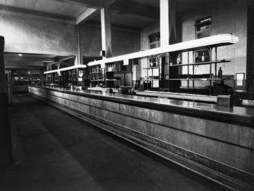 Image: View of the public bar, Royal Oak Hotel, Wellington