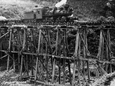 Image: Mallet No. 7 locomotive on the Pokaiwhenua Bridge, near Tokoroa