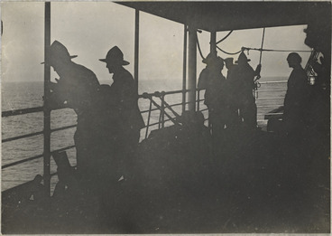 Image: Troops on board the Tainui, leaving England for New Zealand after World War I