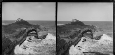 Image: Rock arch and waves at Tunnel Beach, Otago Region