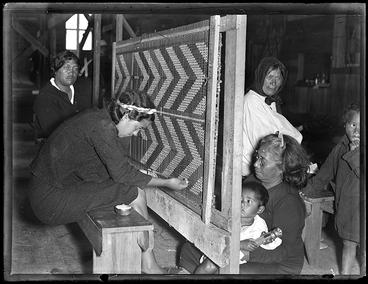 Image: Maori weavers, Te Araroa