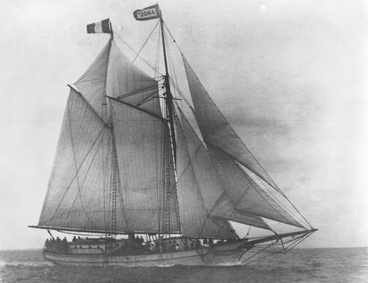 Image: Showing an old sailing ship