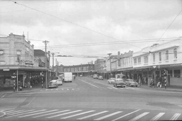 Image: Looking along Ponsonby Road from the Post Office showing (on....