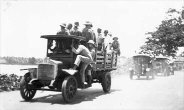 Image: Transporting Mau prisoners