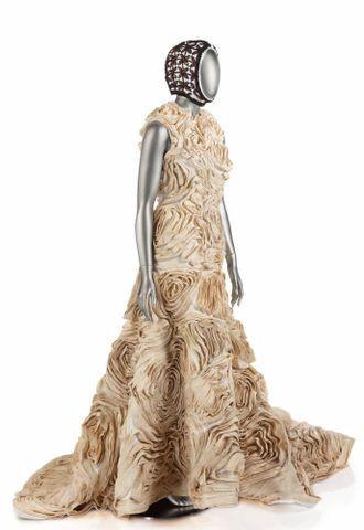 Image: Siaposu'isu'i, Wedding Dress