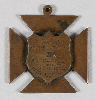 Image: Anti-militarism medal, 'The Socialist Cross of Honour'