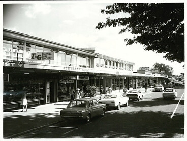 Image: Modern shopping area in Bridge Street, Tokoroa