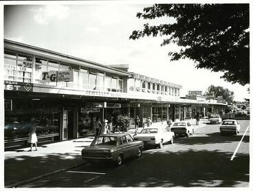 Image: Modern shopping area in Bridge Street, Tokoroa