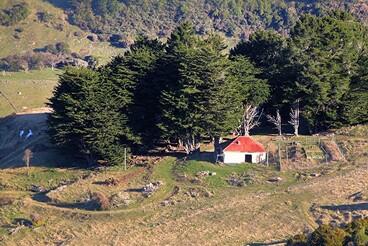Image: Old house, Le Bons Bay Road, Banks Peninsula, Canterbury, New Zealand