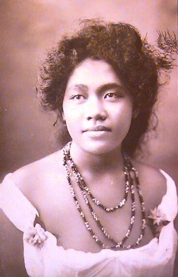 Image: Fern-haired Samoan woman