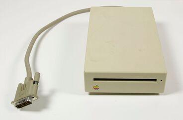 Image: Macintosh Plus external disc drive