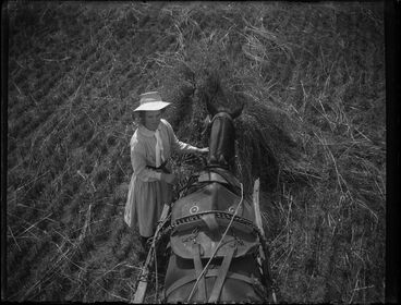 Image: Assisting the photographer, 19 January 1909