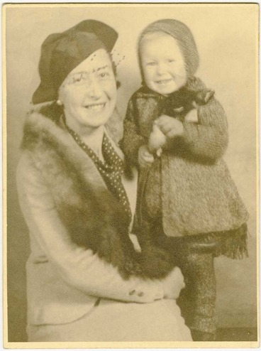Image: Mother and daughter, studio portrait 1936