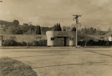Image: Te Kuiti Municipal Swimming Pool, 1944