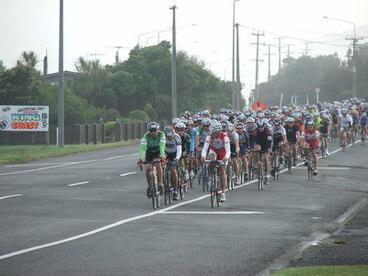 Image: Round Brunner bike race