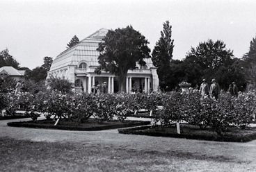 Image: Conservatories and rose garden in the Christchurch Botanic Gardens