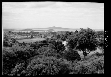 Image: [Landscape overlooking Tamakimakaurau/Auckland and the Waitemata Harbour]