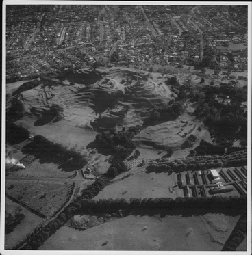 Image: Aerial view of One Tree Hill and Cornwall Park.