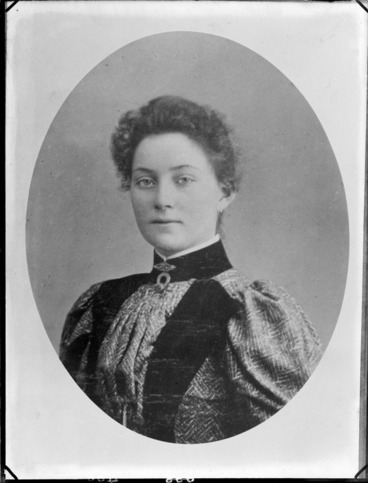 Image: Vignetted portrait of an unidentified woman, possibly Christchurch district