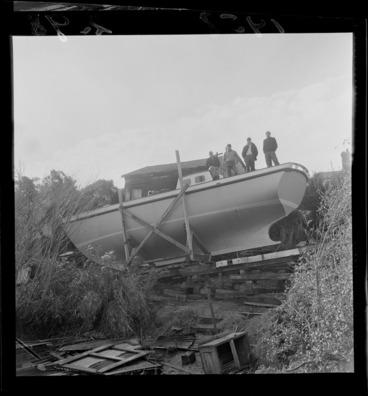 Image: Yacht being built near the Berhampore Golf links, Wellington