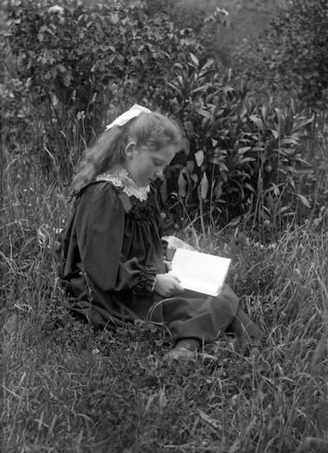 Image: Doreen Gifford reading