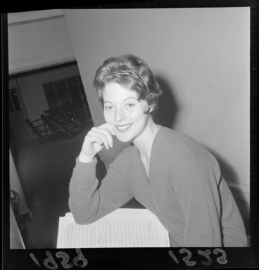 Image: Singer, Diana Trask, unknown location