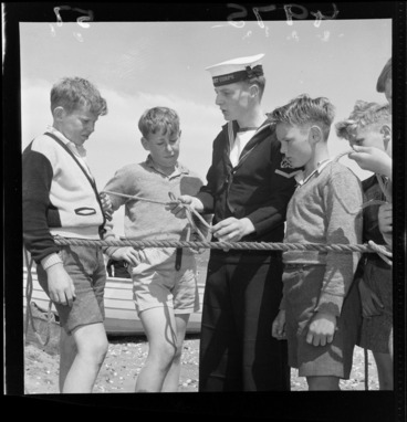 Image: Seascouts learning rope knots, Petone, Wellington