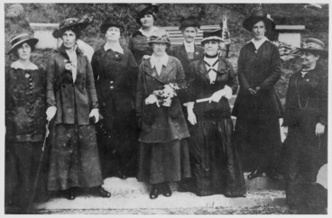 Image: Holt, Betty 1909-: Photograph of Adela Pankhurst with founding members of the New Zealand Branch of the Women's International League for Peace and Freedom