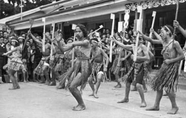 Image: Maori girls and boys of the Maraeroa team, winners of the haka event