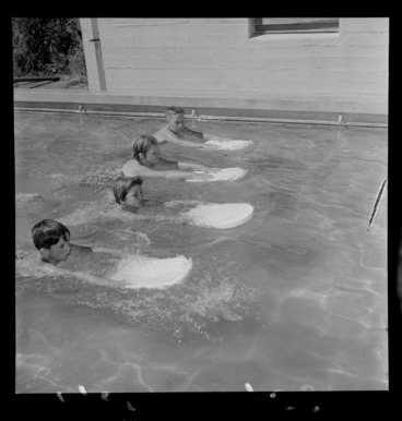 Image: Children learning to swim at Wadestown School, Wellington