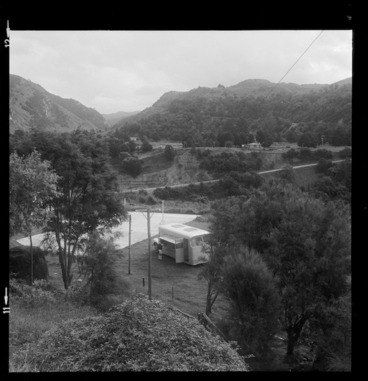 Image: Country Library Service book-van parked at Willow Flat, Hawke's Bay