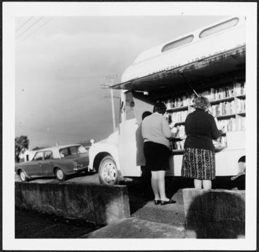 Image: Three women choosing books at Rahotu