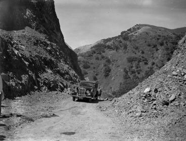Image: Car on the Ngauranga Gorge road