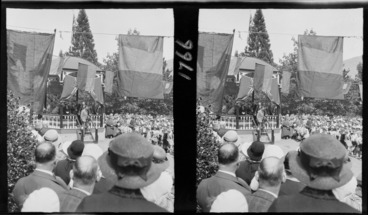 Image: Large crowd of people gathered at the band rotunda, Queenstown, for an unidentified event, possibly the visit of the Duke of Gloucester