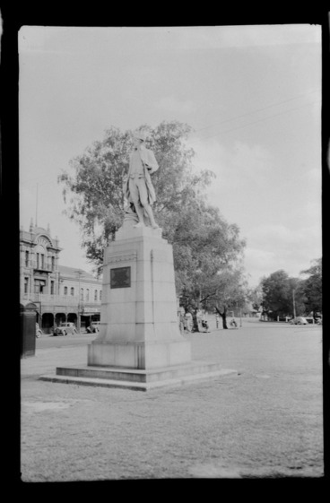 Image: Statue of James Cook, Victoria Square, Christchurch
